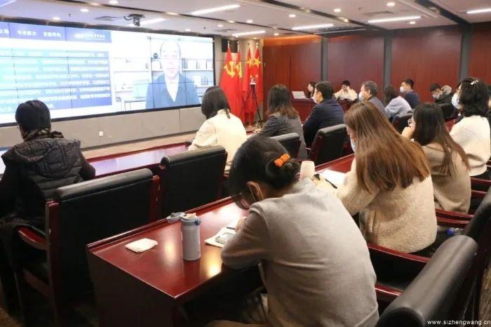 """周洪宇为""""百年行动:共话社会主义大学制度自信""""主题党建活动作首期报告"""